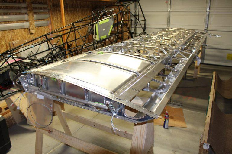 Carbon Cub EX-2 wing build with long range fuel tanks installed